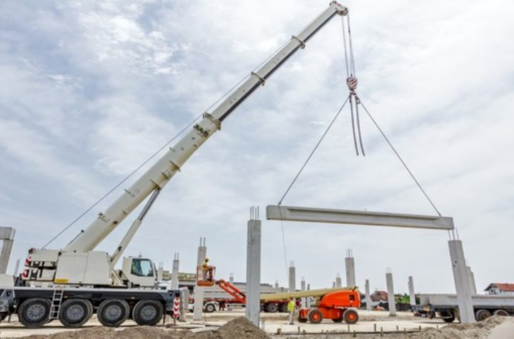 //trainforthecrane.com/wp-content/uploads/2018/03/on-site-mobile-telescopic-boom-crane-training-image.jpg